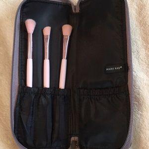 Mary Kay eyeshadow brush set